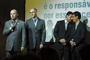Rogério Spezia (esq.), fez a apresentação da nova estrutura da Tokio Marine aos corretores gaúchos