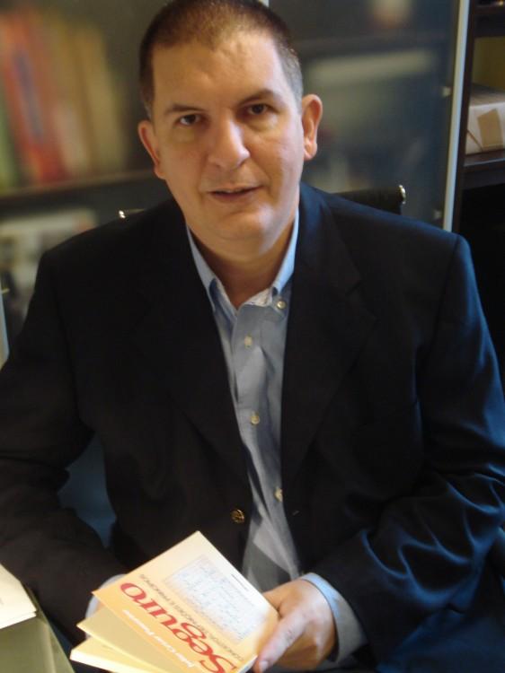 """Julio Cezar Pauzeiro, Autor do livro """"Seguros: conceitos, definições e princípios"""""""